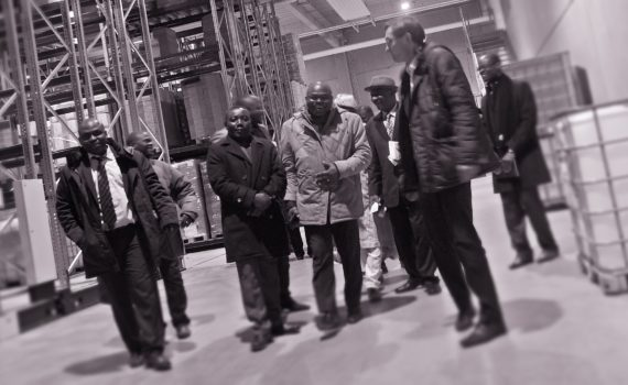 Dr_Deppe_Laboratorium_visite_de_la_delegation_beninoise_Photo_takkanon_matthias_hoelkeskamp eminent visitors from Benin