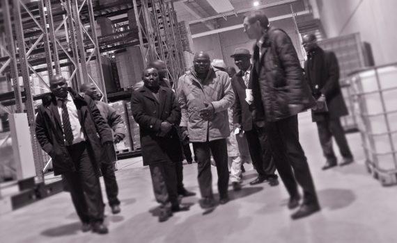 Ministre Kokou et la deleagtion beninoise visitent Laboratorium Dr. Deppe a Kempen: photo carabito Matthias Hoelkeskamp